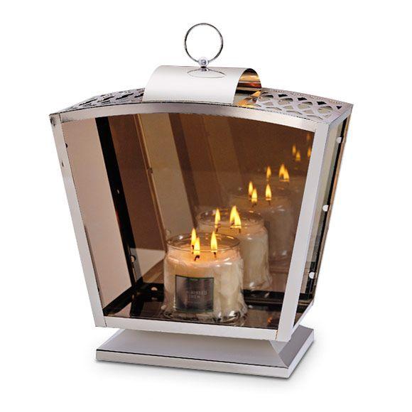 Reflections-vaunulyhty  P92295   Hopeanvärinen metallirunko,  heijastavat lasipaneelit. Korkeus 42 cm. (Kynttiläpurkki, Pilarikynttilä)