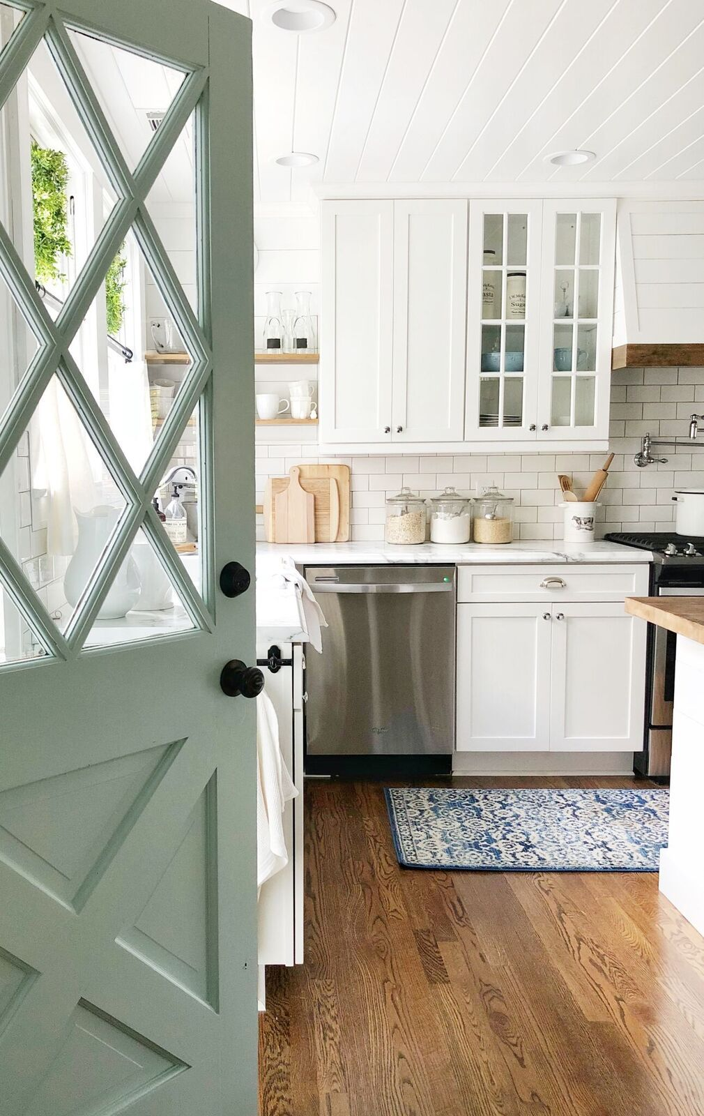 Kitchen With Robin S Egg Blue Door Paint Color House Tour And Paint Color On Home Bunch Blog Interior Hjem Huse