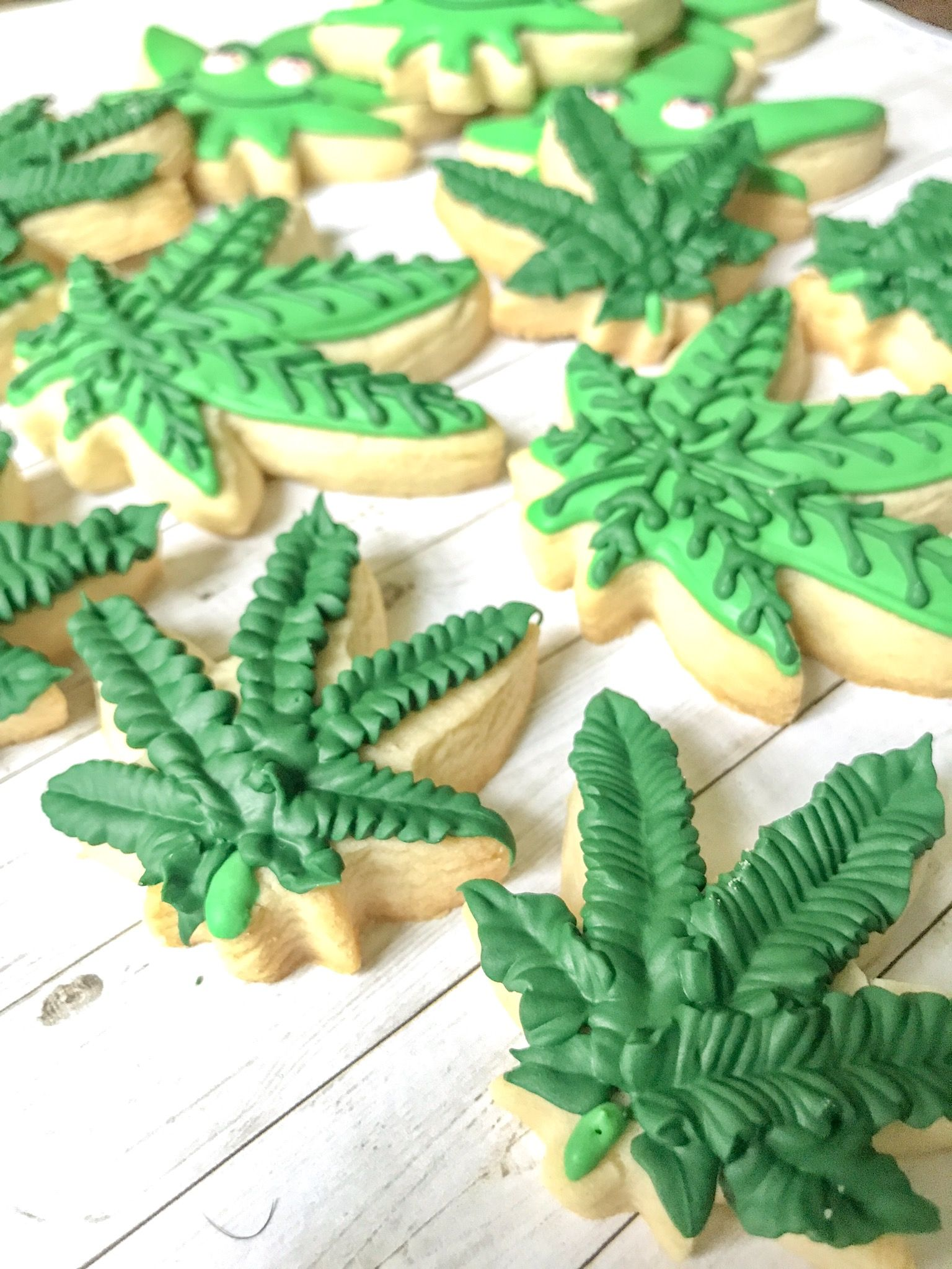 Weed Cannabis Cookie Pastry Biscuit Cutter Icing Fondant Baking Bake Kitchen 420