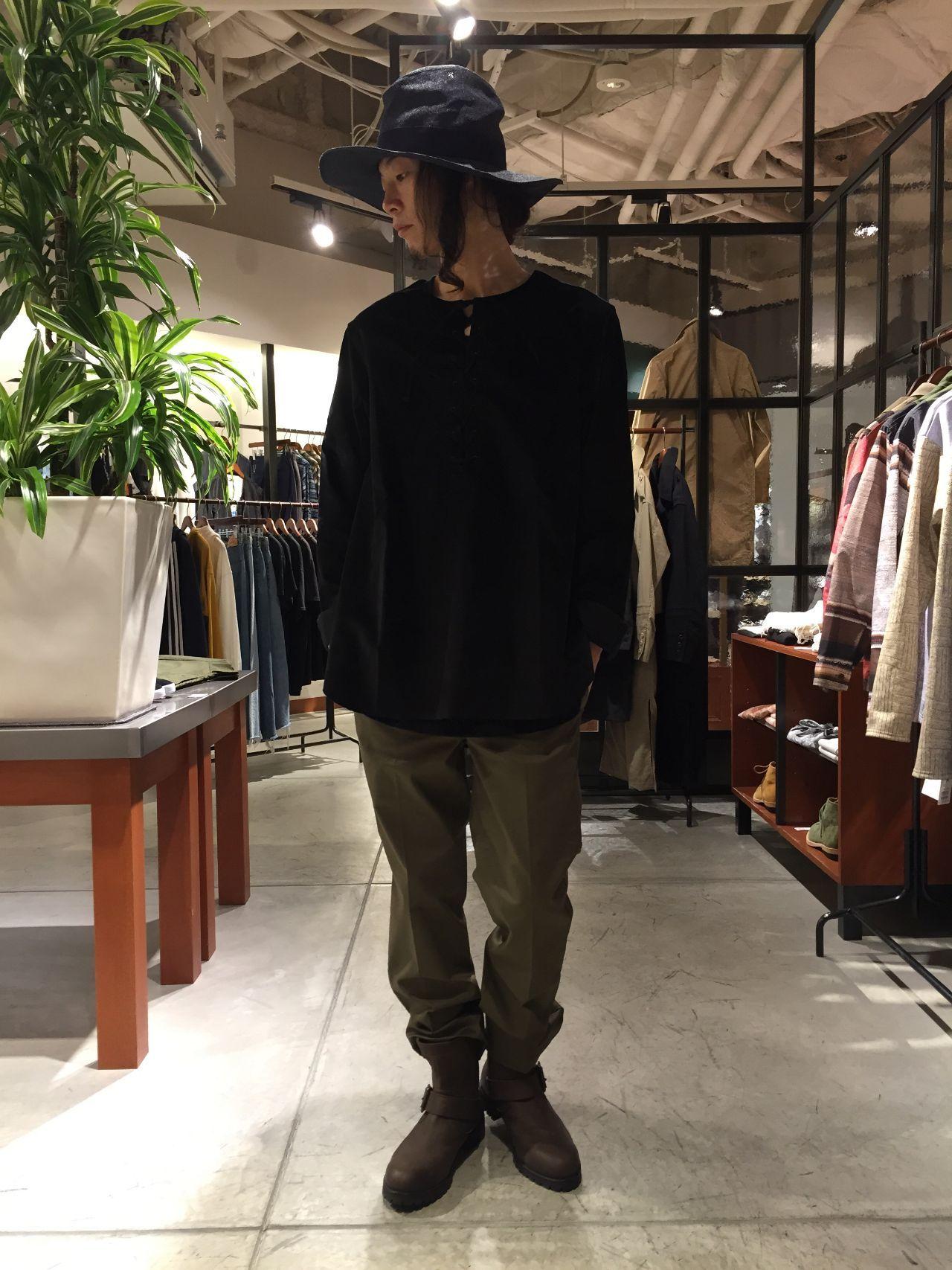 印mathematicsグランフロント大阪店 今年の注目素材ベルベットを使用した秋冬らしいコーディネート。 色味をダークトーンに抑えて大人の男性を意識。