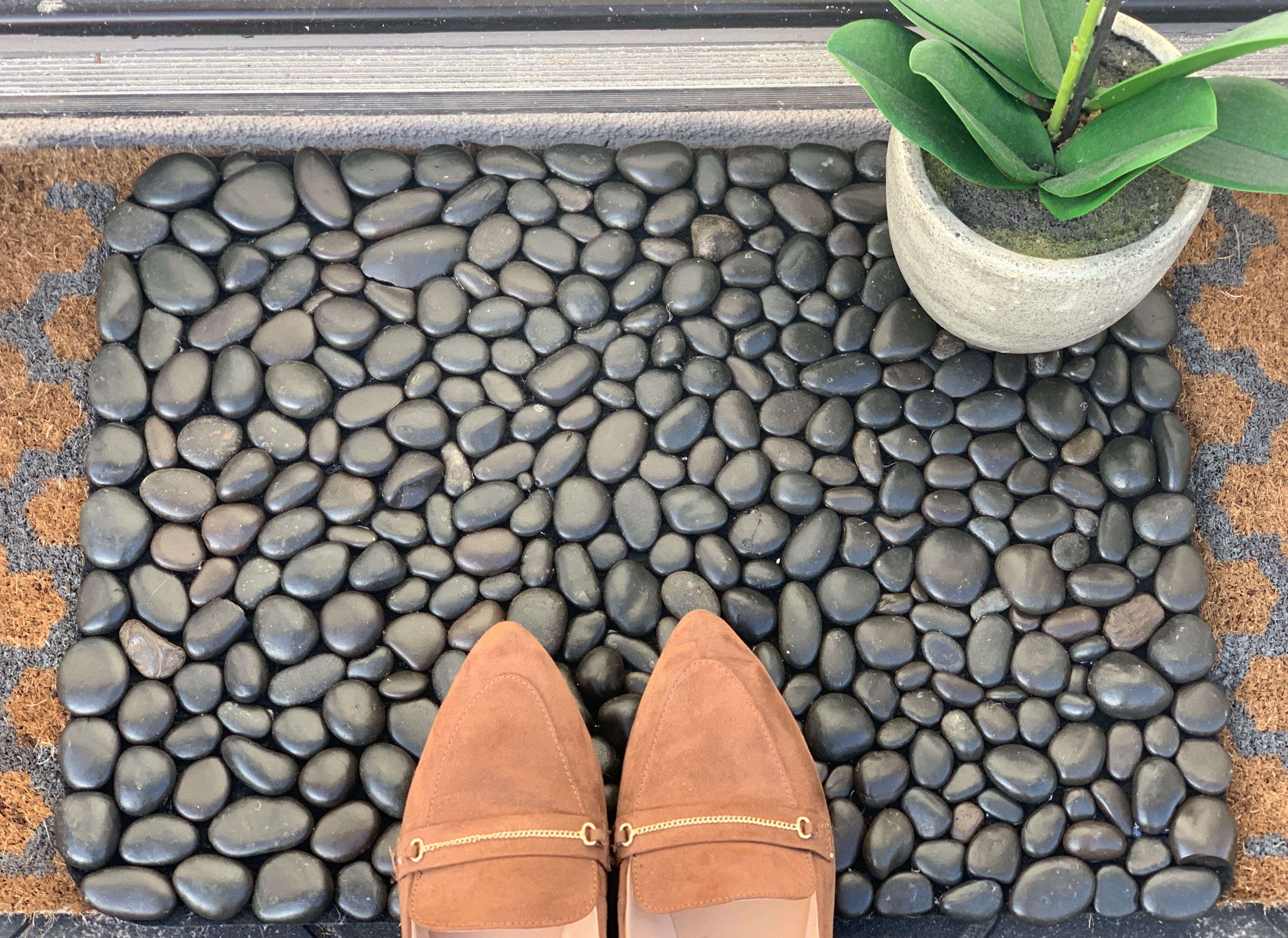 Diy River Rock Welcome Doormat Ehow Com In 2020 Diy River Rock River Rock Rock Tile