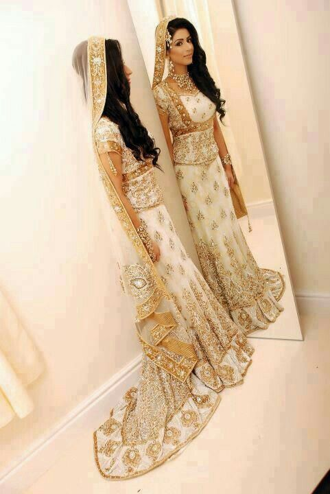 86b5af8737 White and gold lengha | decor | Wedding dresses, Pakistani bridal ...