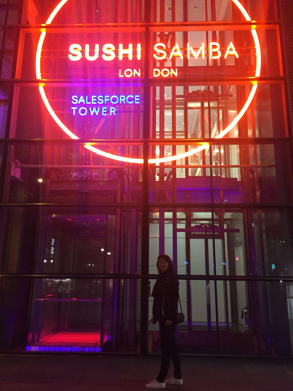 Increibles vistas , sushi increible,barrio soreditch.London at night.