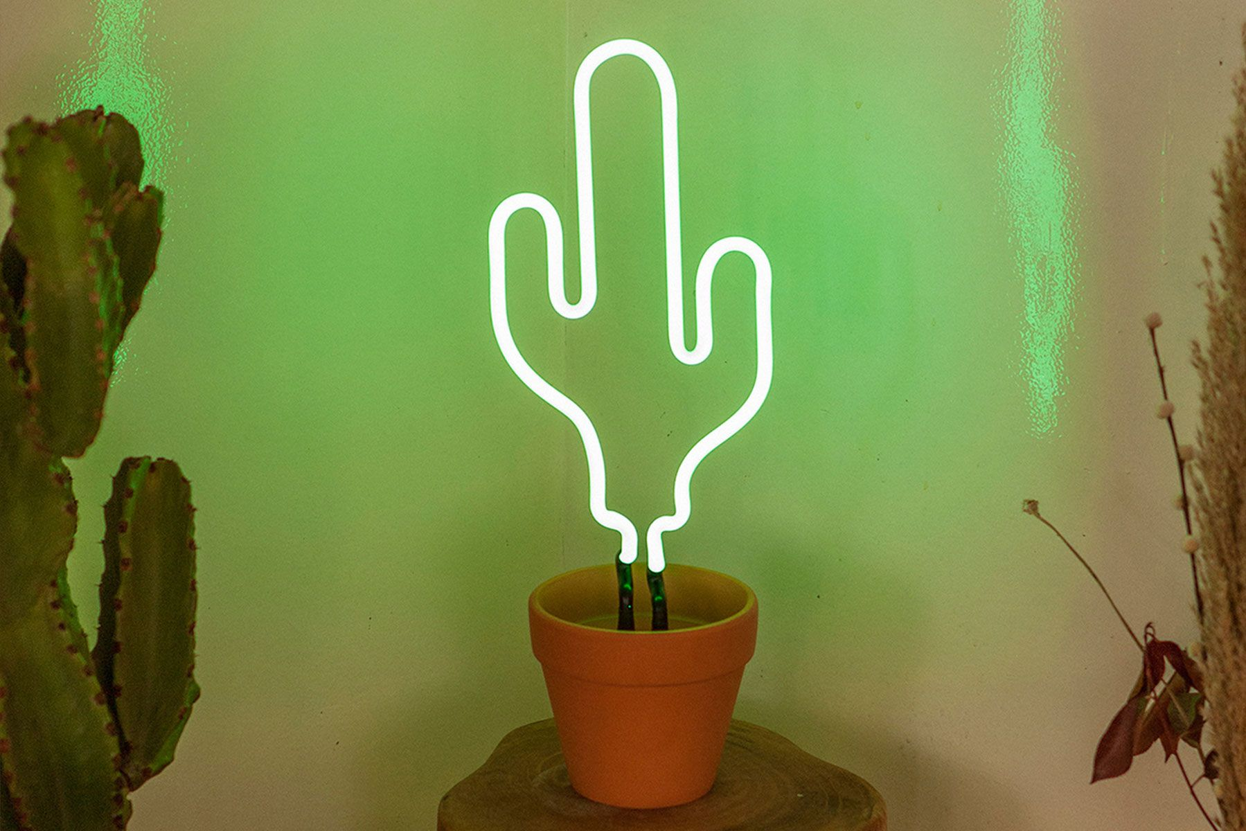 Smile And Shine Neon Yellow Doiy Design Neon Cactus Cactus Lamp Modern Bedroom Accessories