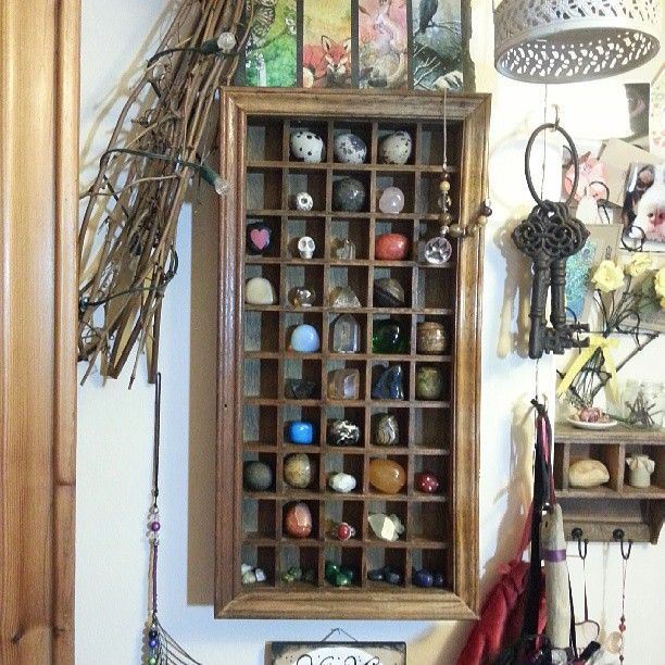 Great idea to store crystals and stones, use a printer tray