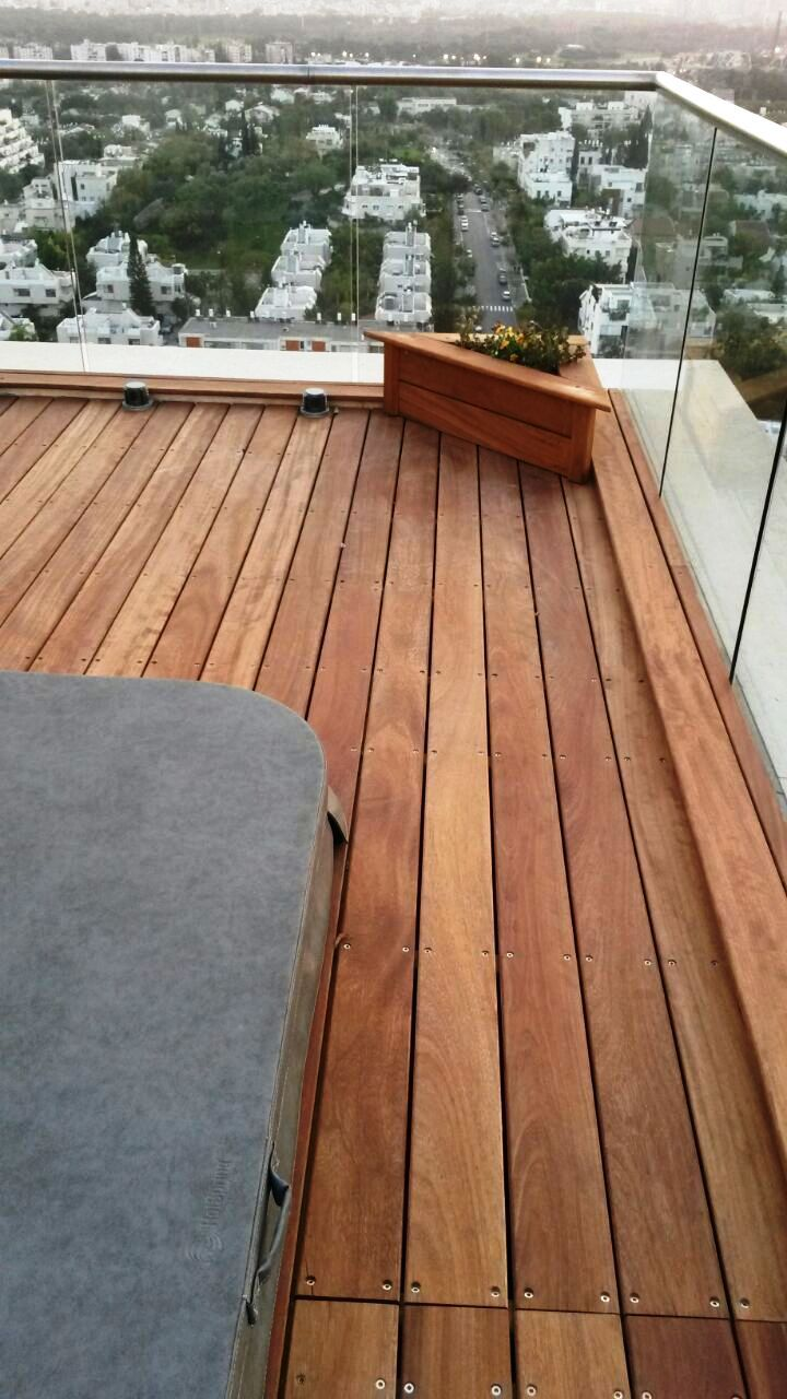 Outdoor Deck Iroko with Jacuzzi Penthouse in Tel Aviv