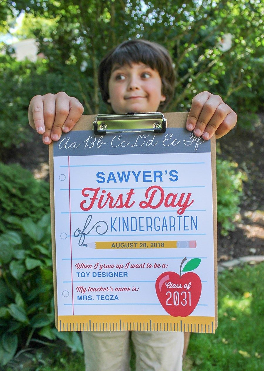 First and Last Day of School Free Printable Signs #firstdayofschoolsign