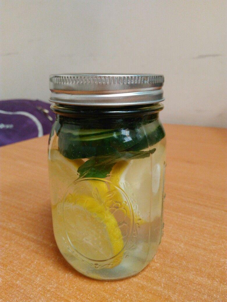 Menta, pepino y limón.