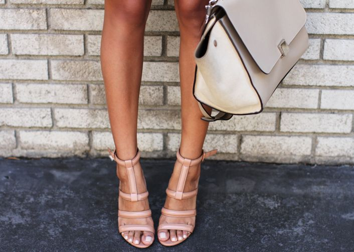 Fashion & Streetstyle / Nude Sandals / #fashion #streetstyle #summer #shoes #nude #pastel #sandals #bag