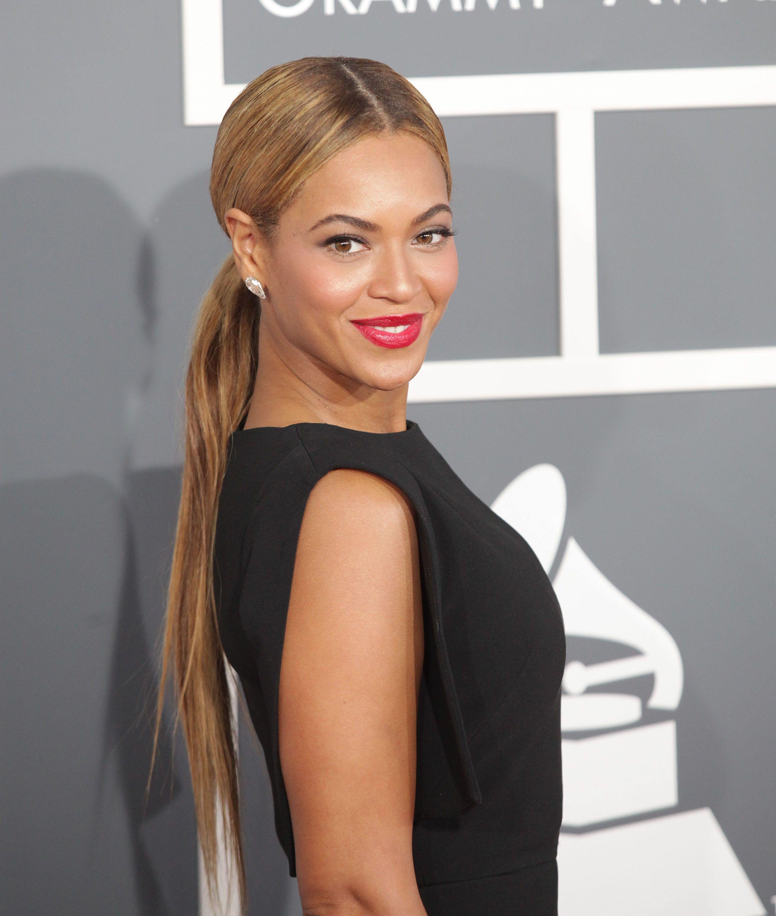 beyonce's low ponytail is a wet hair look to try thefuss.co