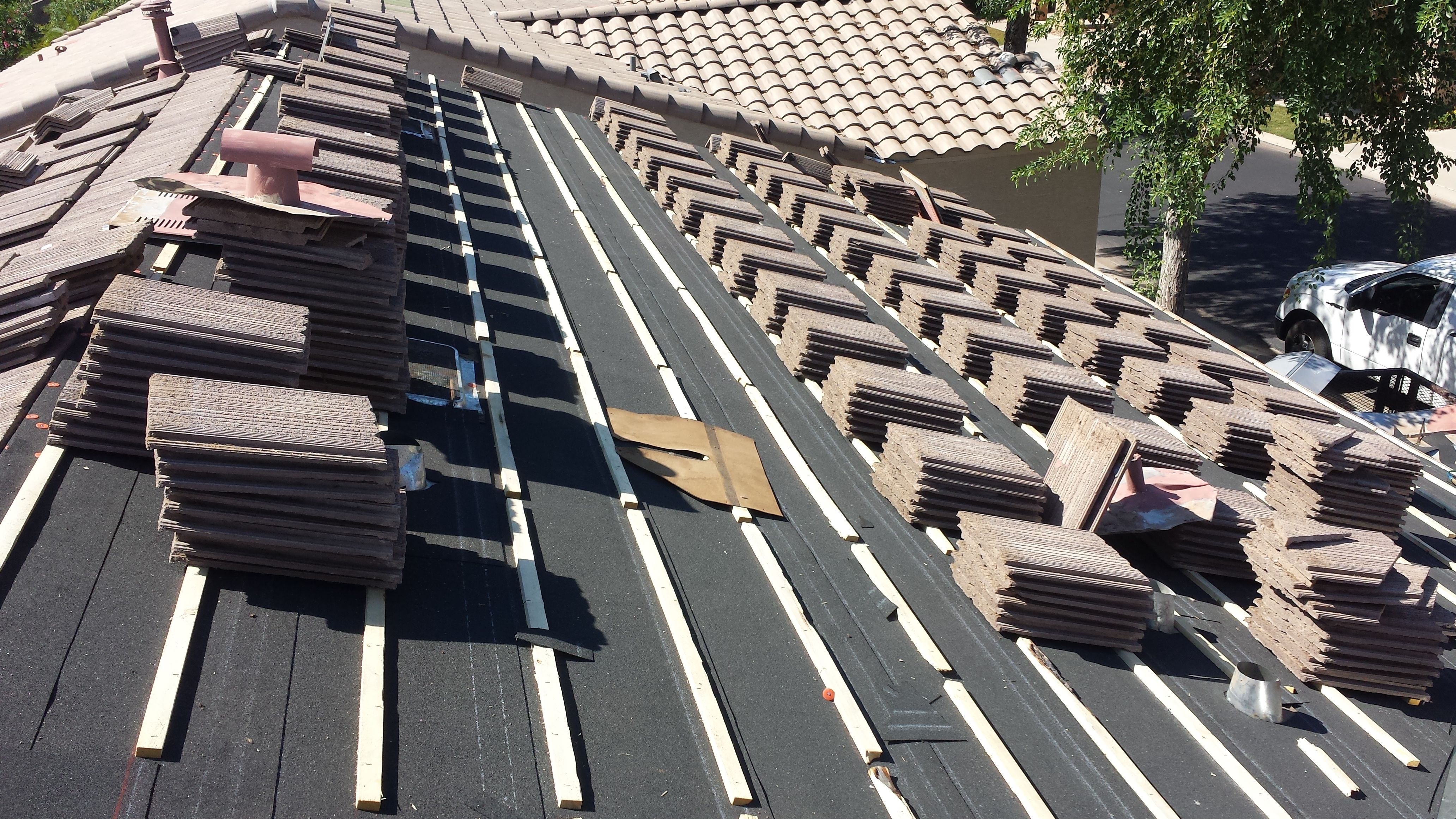 Flat Concrete Tiles This Roof Has Had An R R Where The Existing Tiles Have Been Removed The Underlayment And B Concrete Tiles Aluminum Roof Roof Installation