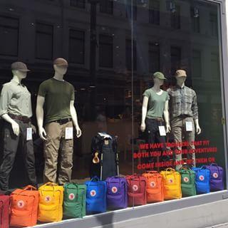 Idag er det Pride Parade og vi har pynta butikken for og være med på feiringen! #fjallravenoslo #prideoslo