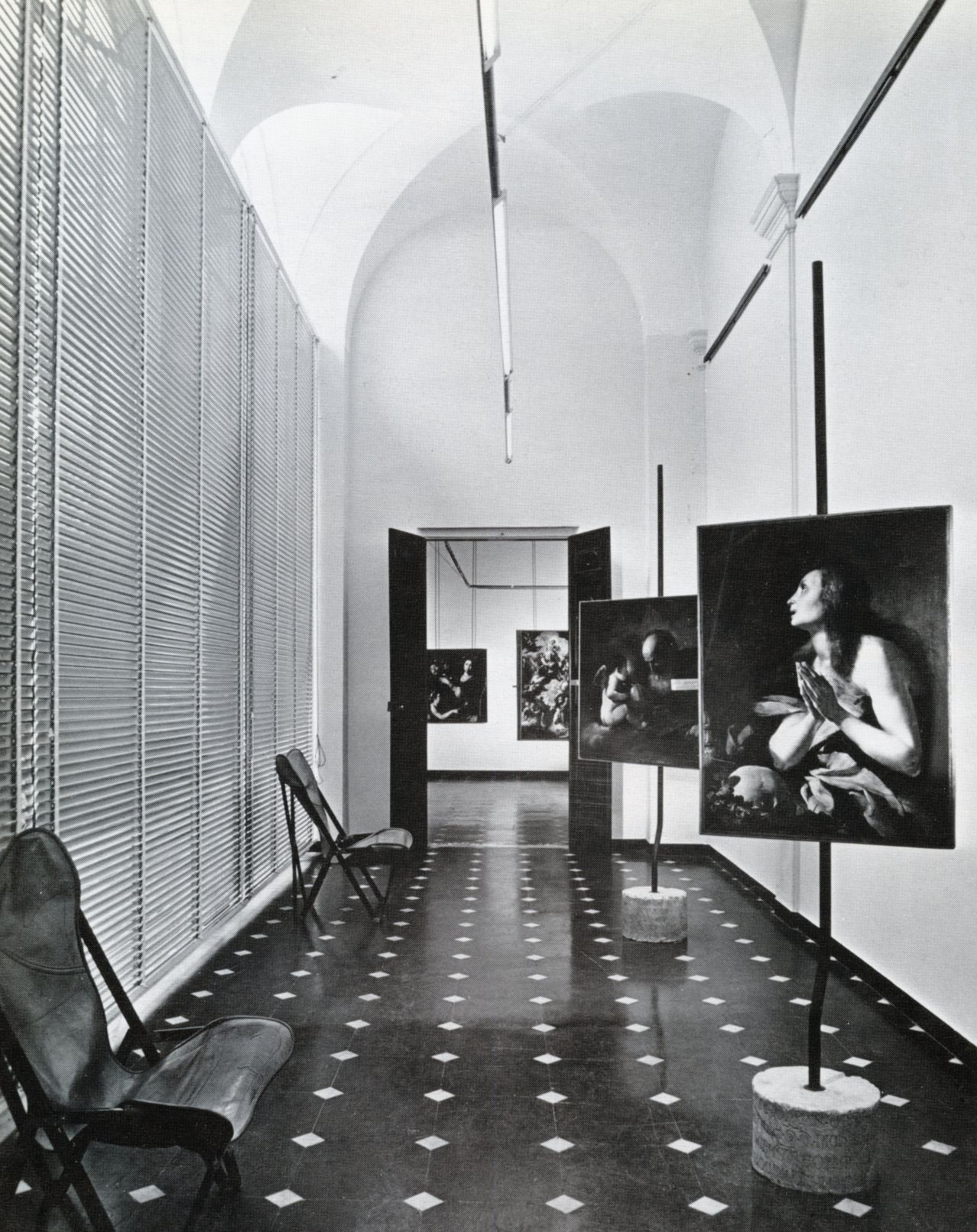 Franco albini interior gallery of palazzo bianco italy for Office design exhibitions