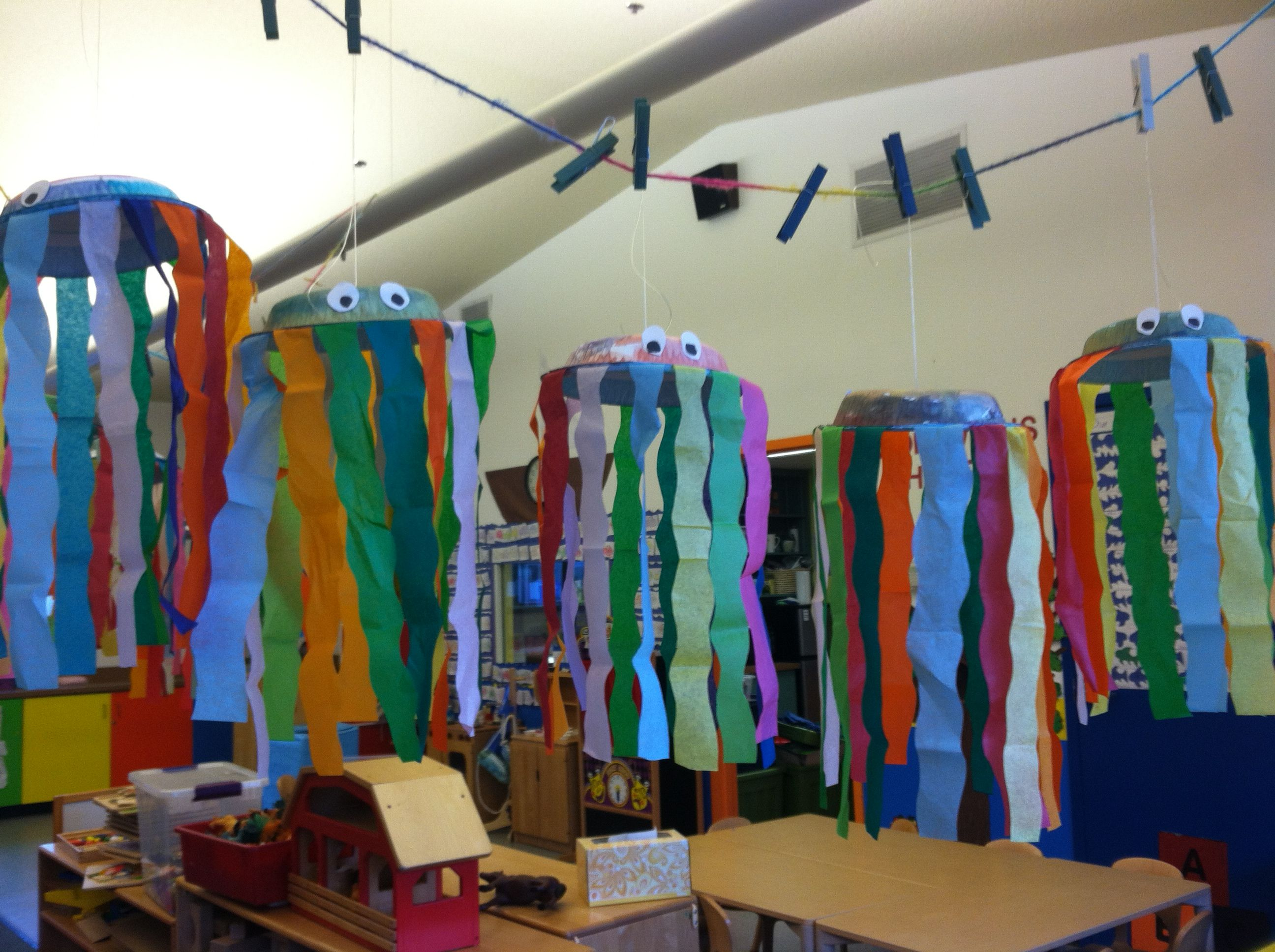 Preschool: ocean themed jelly fish with water colors and streamers ...