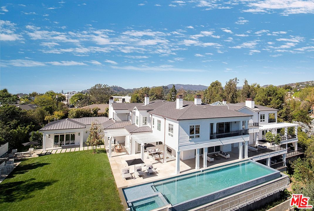 624 N Bonhill Rd Los Angeles Ca 90049 Mls 19466734 Zillow Mansions Modern Mansion Huge Mansions