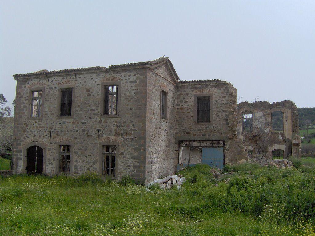 Lesbos Agia Paraskevi, ruins of houses   Greece.com   http://lesbos-eiland.webs.com