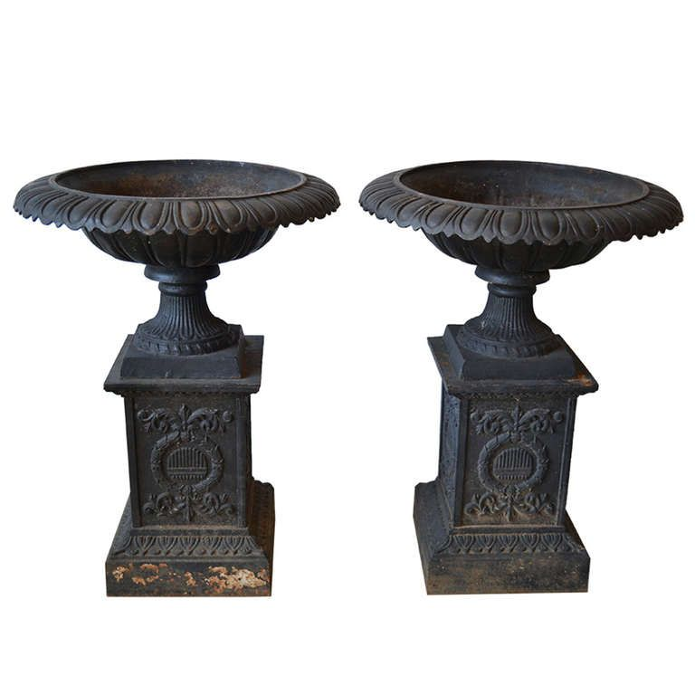 Early 20th Century Cast Iron Urns From A Unique Collection Of Antique And Modern Urns At Http Www 1stdibs Com Furniture Buildin Iron Planters Cast Iron Urn
