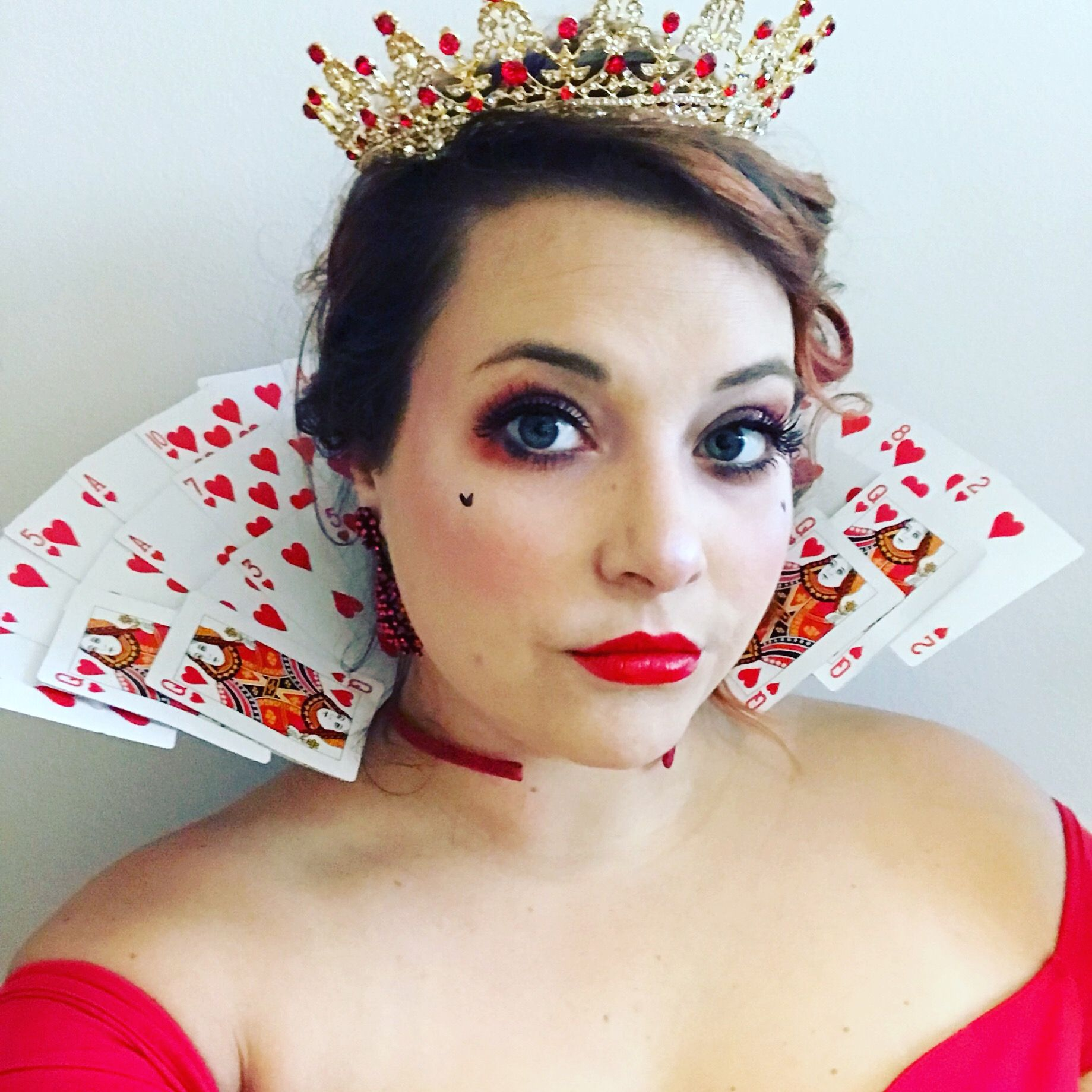 Queen Of Hearts Easy Diy Halloween Costume Card Collar Make Up Glam Diy Halloween Costumes For Women Diy Costumes Women Easy Diy Costumes Women