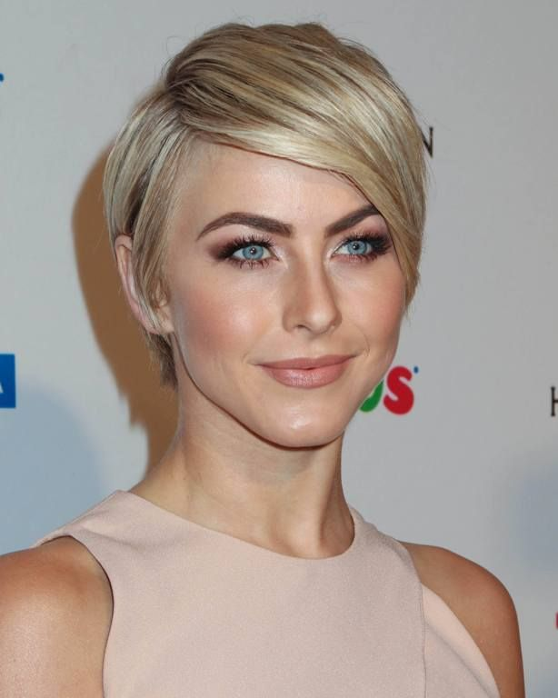 Famous Actress Short Blonde Hair Thick Hair Styles Julianne
