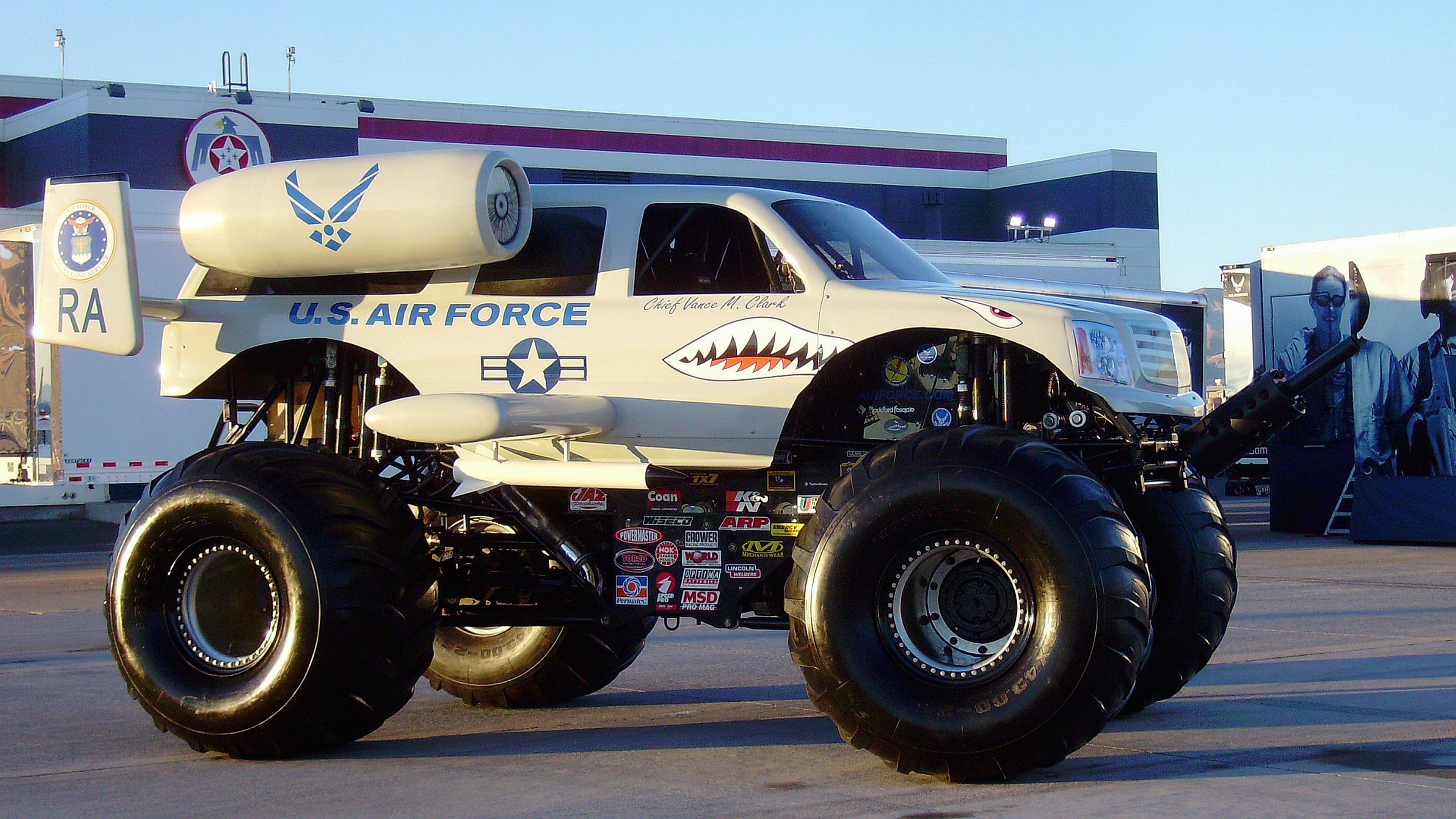 28 Monster Truck Wallpapers Monster Truck Backgrounds Monster Trucks Trucks Cool Trucks