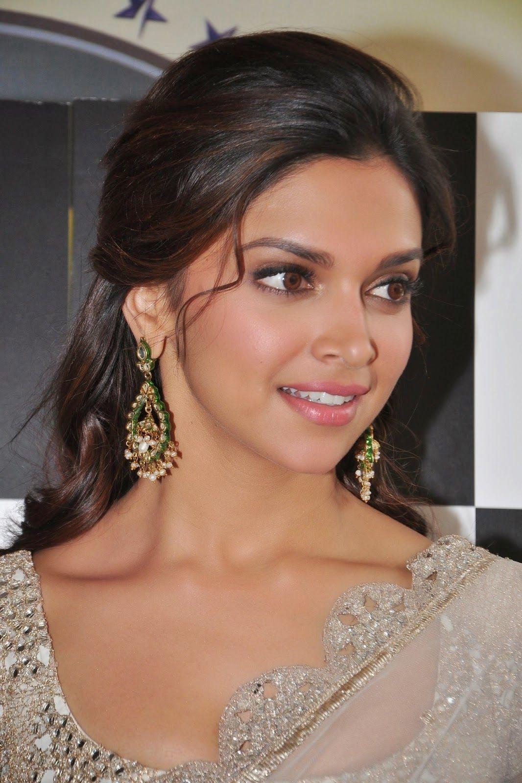 Deepika Padukone   Indian skin makeup, Indian wedding ...