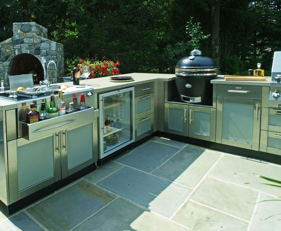 This Large L Shaped Outdoor Kitchen Design Includes Paneled Cabinetry By Danver A Bar Luxury Outdoor Kitchen Outdoor Kitchen Appliances Outdoor Kitchen Design