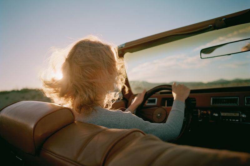 Ab in den Süden! Wer ein paar Kleinigkeiten beachtet, kann beim Verreisen mit dem Auto richtig viel Geld sparen. Die ultimativen 7 Spartipps verraten wir in unseren Supertrix auf live.moebelix.at!