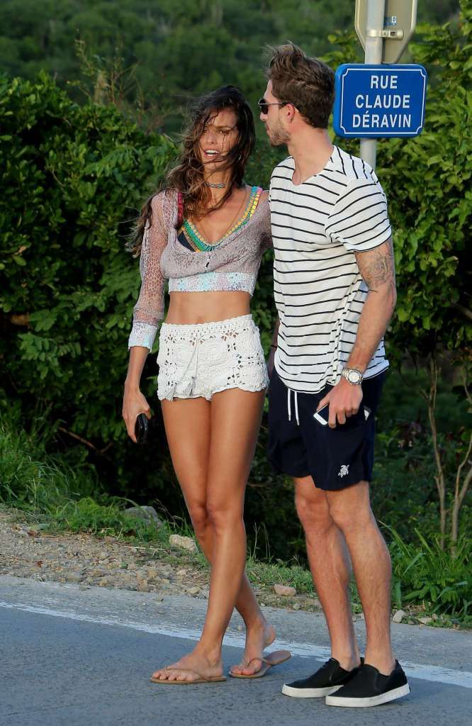 Izabel goulart and kevin trapp out anbd about in st barts for Best vacations in december for couples