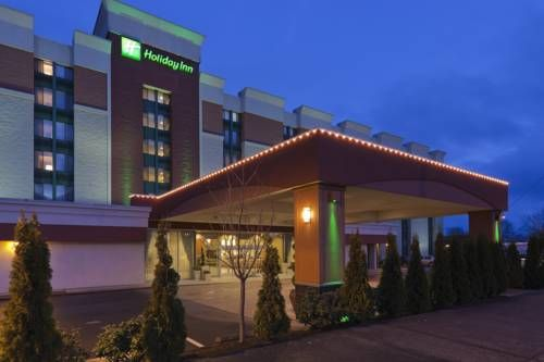 Holiday Inn Downtown Everett Everett (Washington) Centrally located in downtown Everett, Washington, this hotel is a 10-minute walk to Comcast Arena at Everett. It features free Wi-Fi, a restaurant and free shuttle within a 5-mile radius.