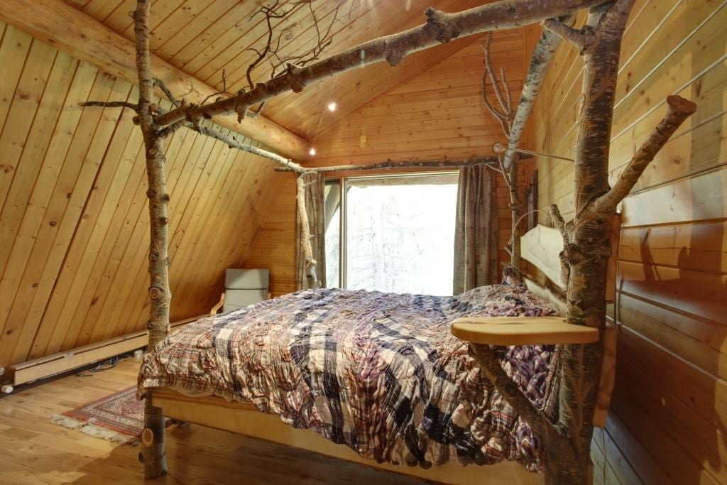Cottage in Bragg Creek, Canada. We have 2 cabins on the