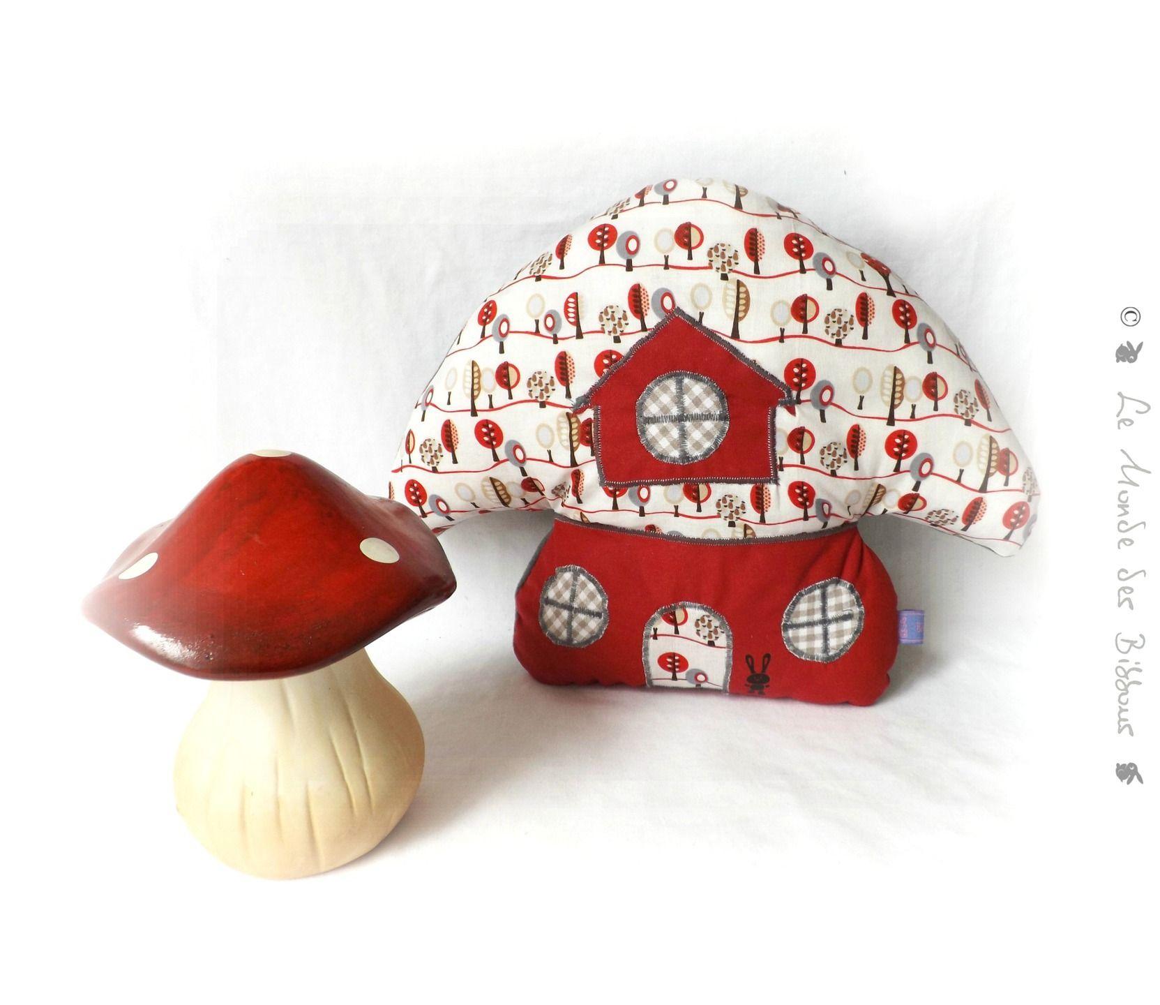 coussin pour enfant forme champignon rouge et gris. Black Bedroom Furniture Sets. Home Design Ideas