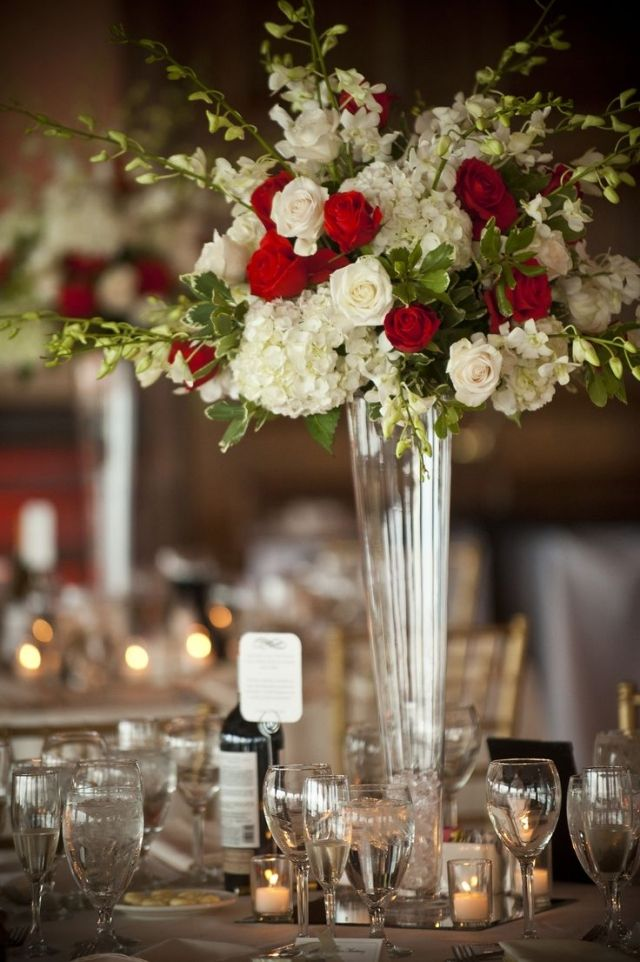 Hochzeit Fruhling Tischdeko Weisse Rote Rosen Weisse Hortensien