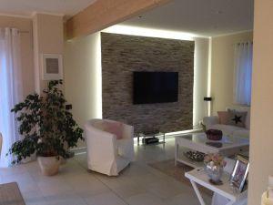 kuhle dekoration tv natursteinwand, unsere fertige tv-wand mit beleuchtung | diy | pinterest | tv wall, Innenarchitektur