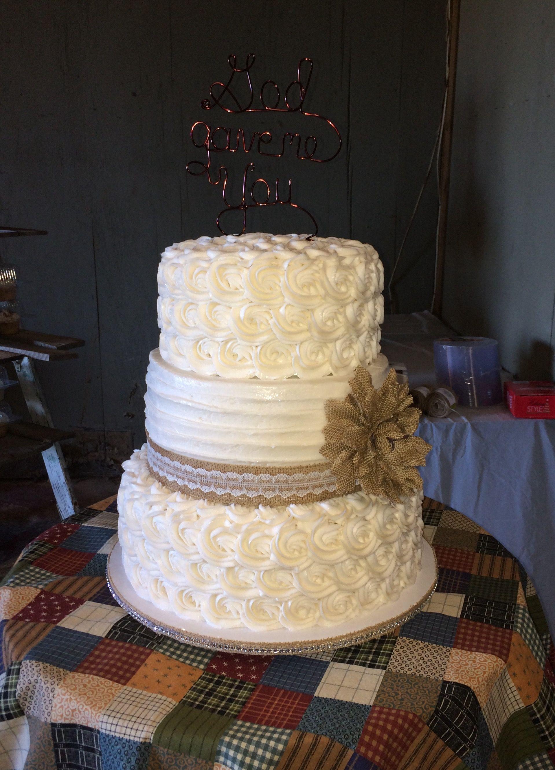 Sunflowers and Burlap Wedding Cake | Burlap wedding cake