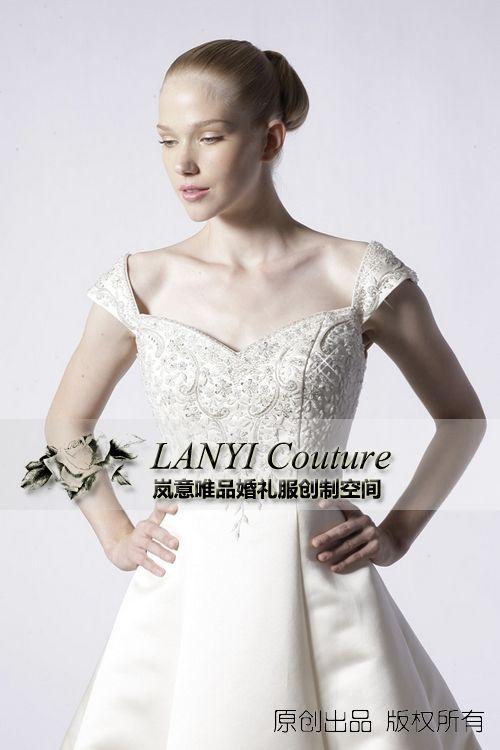 岚意唯品旅法私人婚纱礼服设计师高级订制上海实体展厅实拍WY9021