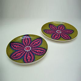 Love these wax fabric african plates afrique chic pinterest d coration int rieure - Decoration interieure man of cloth ...