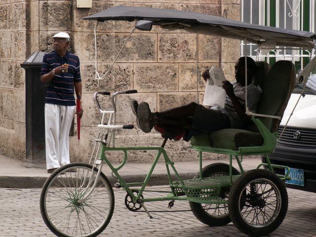 Bicitaxi También Rickshaw Tricitaxi Pedicab O Velotaxi En Cuba Mini Jardines Mini Cuba