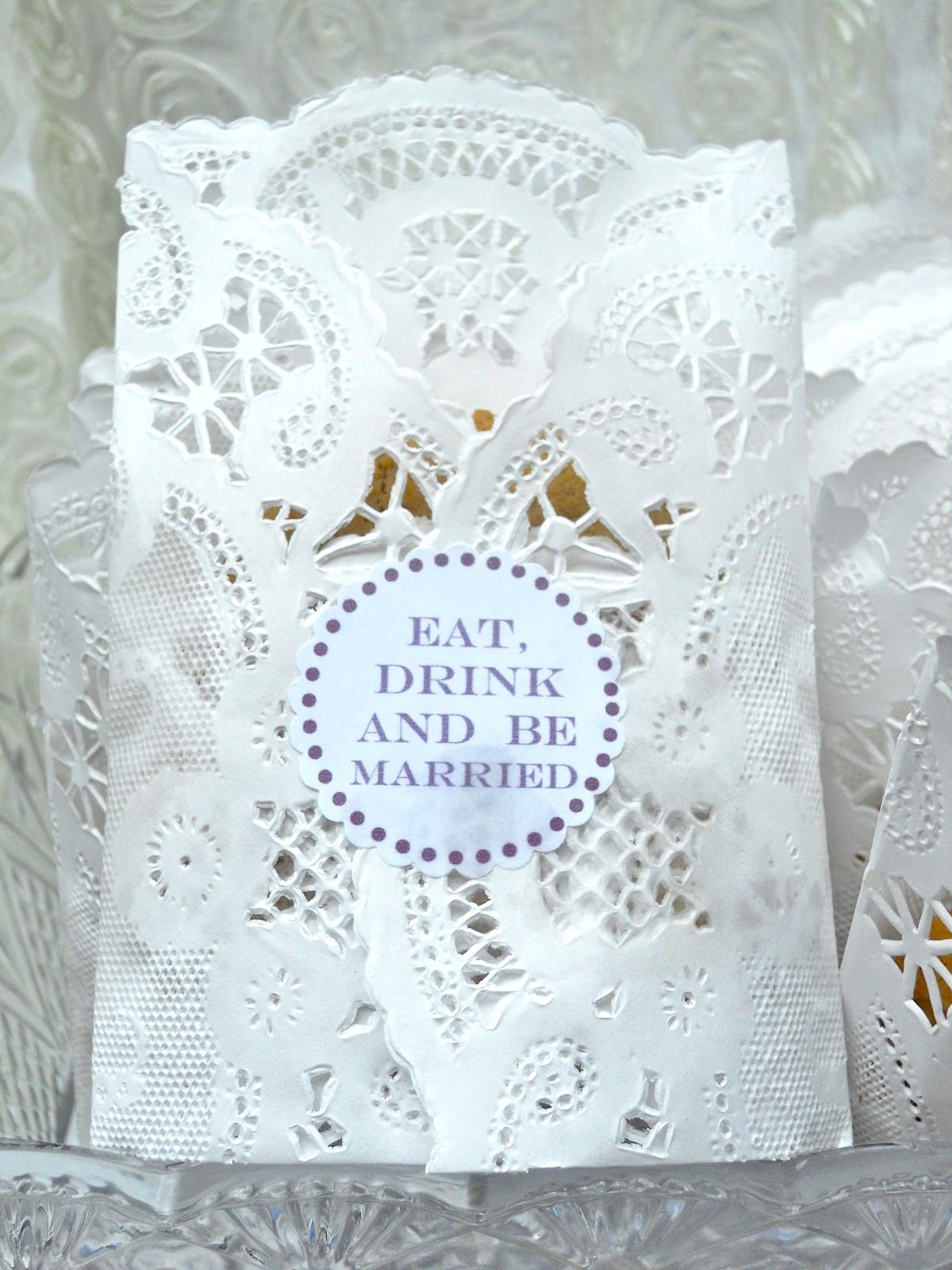 Doilies Cookie Bag | Shabby Chic Ideas | Pinterest | Favors, Wedding ...