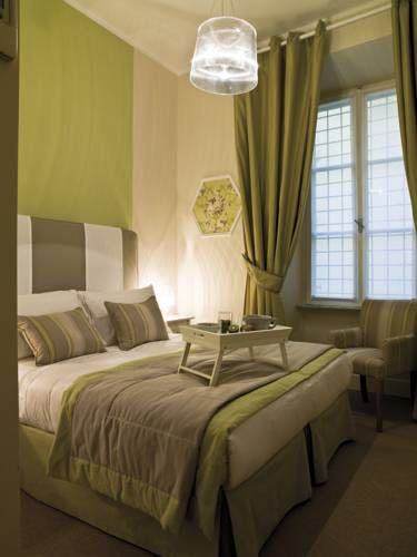Le Stanze Di Orazio Rome On the 1st floor of an elegant building in central Via Orazio, the guest house is a 5-minute walk from the Vatican. Rooms are classically decorated, and offer free Wi-Fi, a minibar, and an LCD TV.