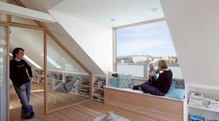Raamdecoratie voor de dakkapel zolderraam attic