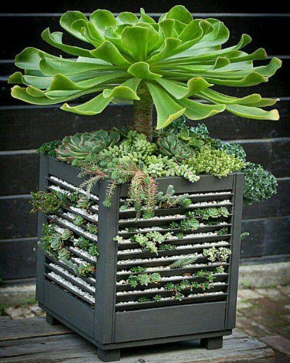 Maceta de persianas recicladas.