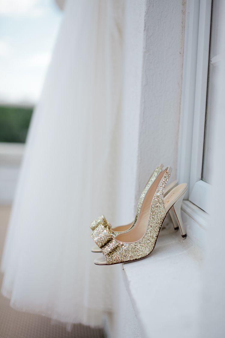 gold glitter wedding shoes, for the party girl in me.
