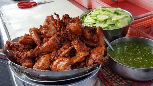 Zukis Nasi Kukus Ayam Berempah At Happy Cafe Taman Pekaka Halal Recipes Perfect Fried Chicken Chicken Flavors