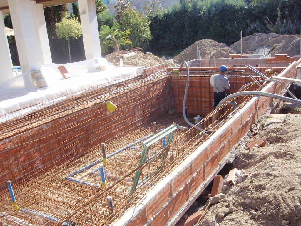 Mallazo construccion piscina desbordante infinity for Piscina construccion