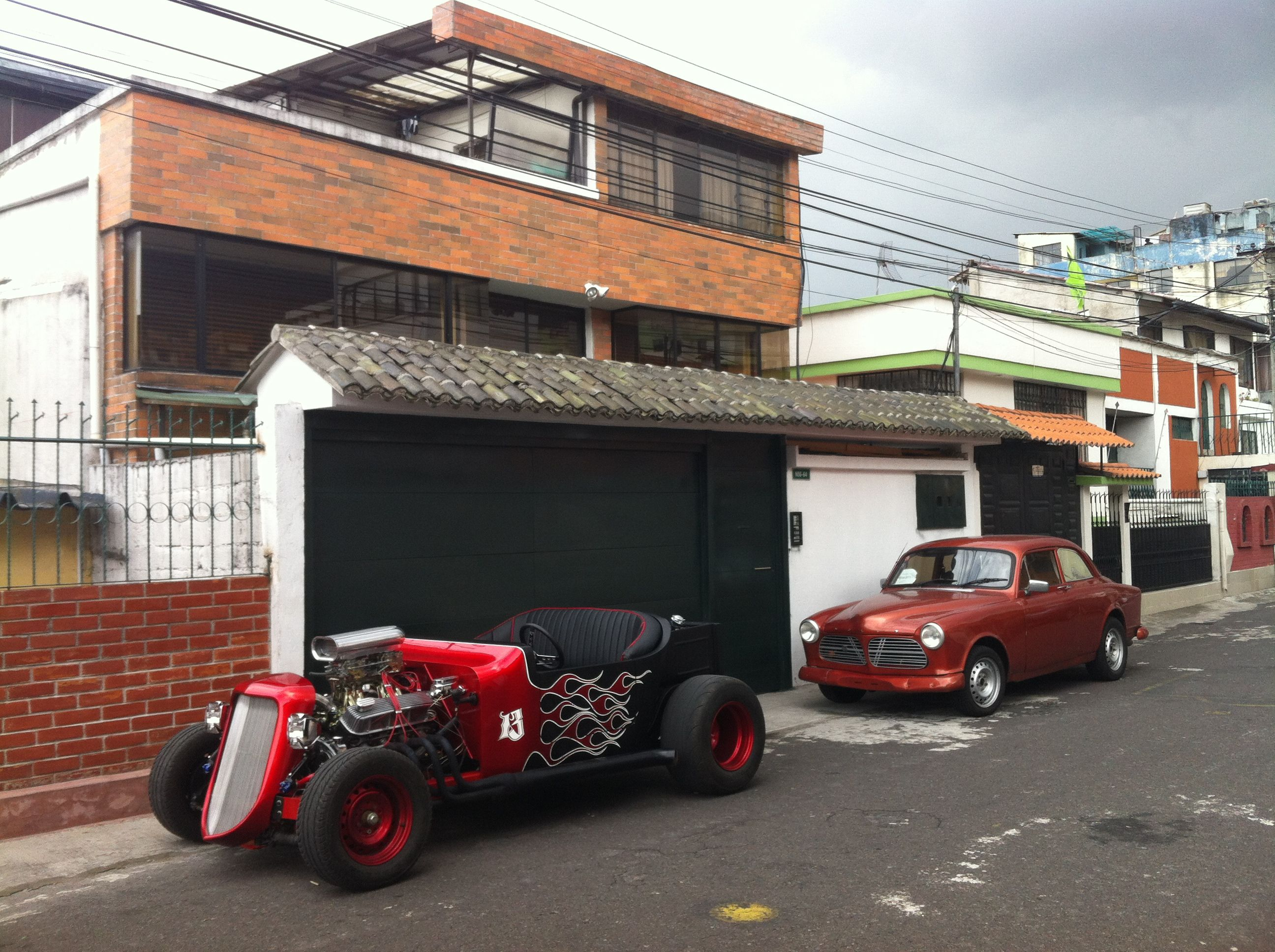 T bucket quito style and volvo 122 Autos