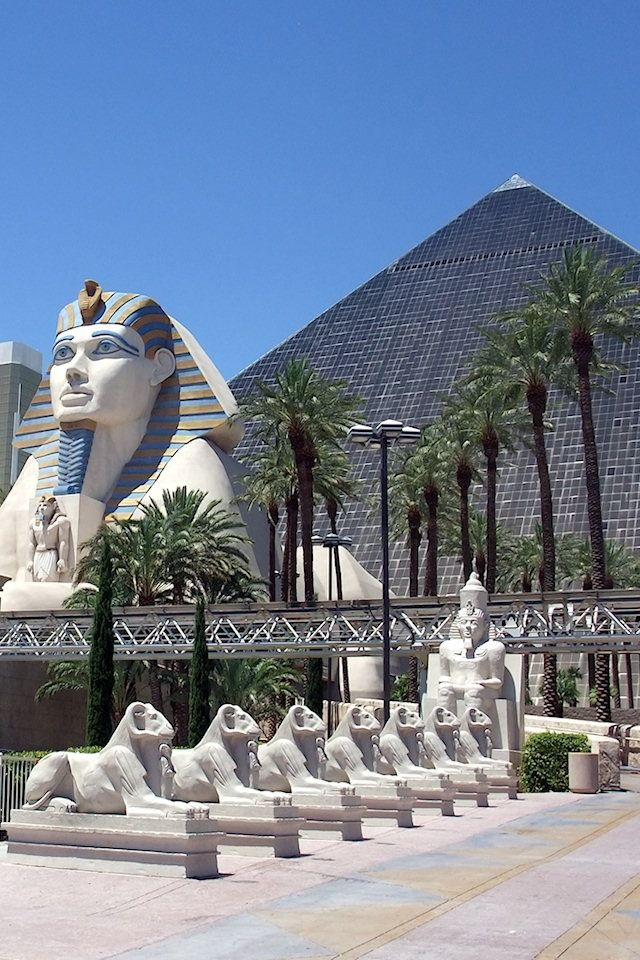 Luxor Hotel Las Vegas Wallpaper for iPhone HD, Background 640x960 | Luxor  hotel las vegas, Las vegas hotels, Luxor las vegas