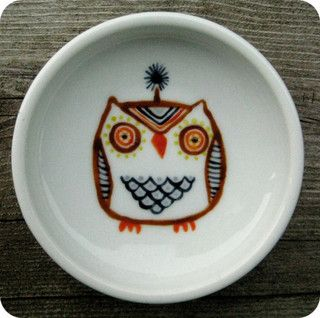 Hand-painted owl plate by MyOwlBarn, via Flickr
