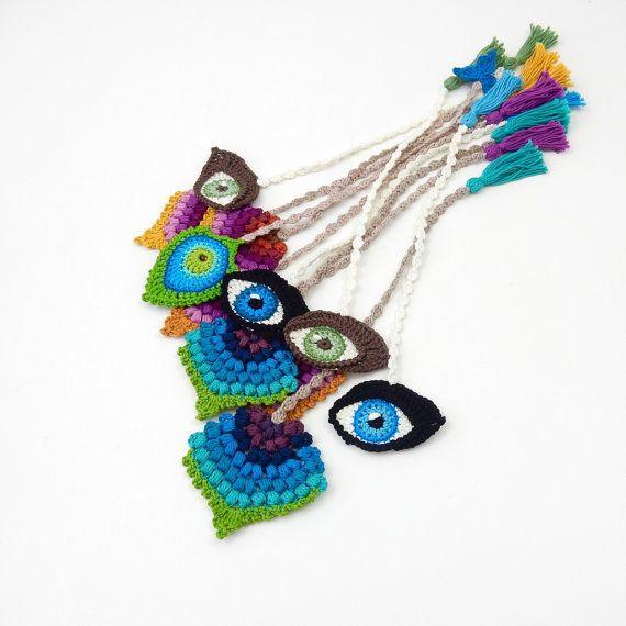 Marcador de ganchillo pavo real pluma por TheCurioCraftsRoom ...