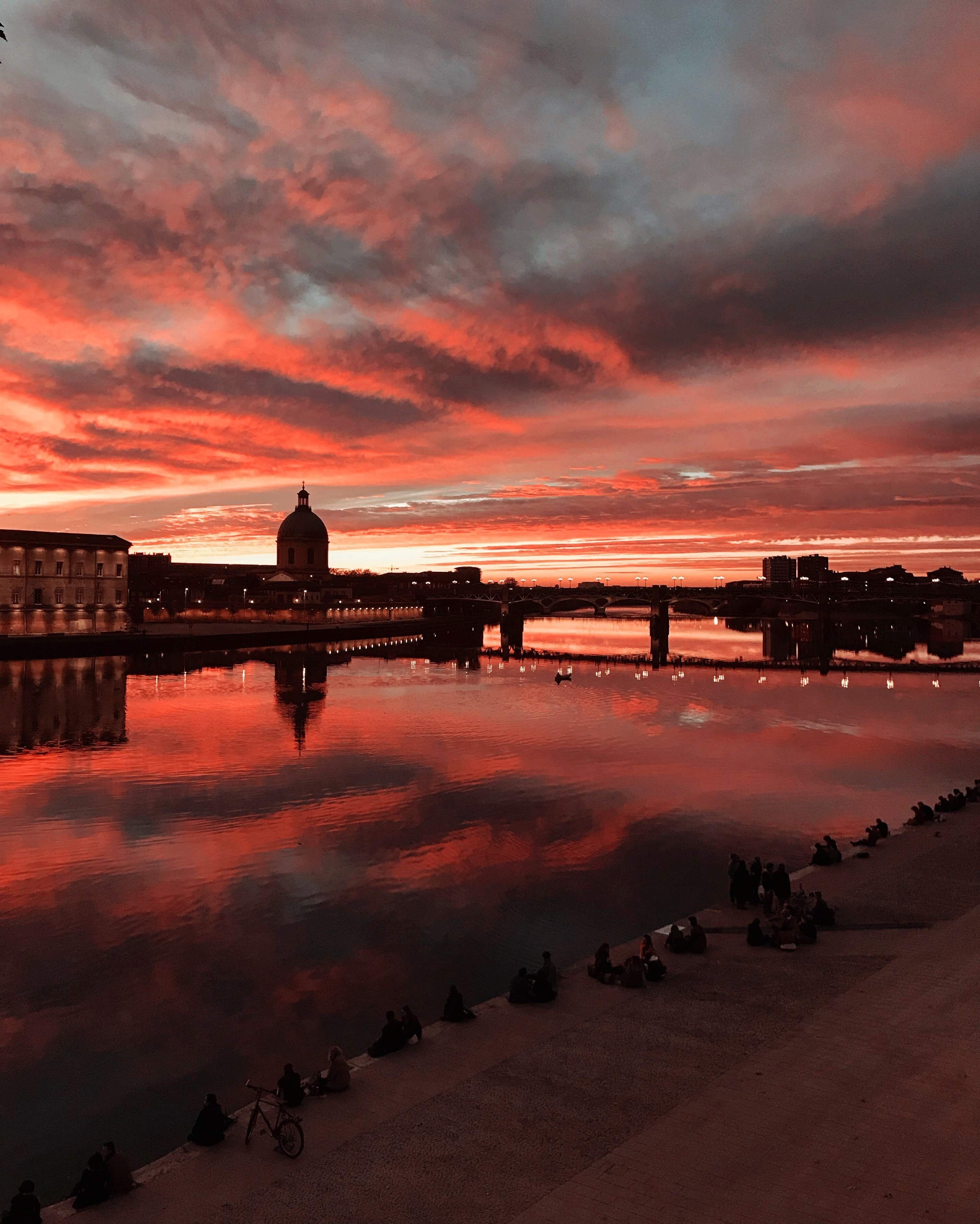 Red Sunset In Toulouse France Nature Exceptionnelle Paysage Sites Touristiques