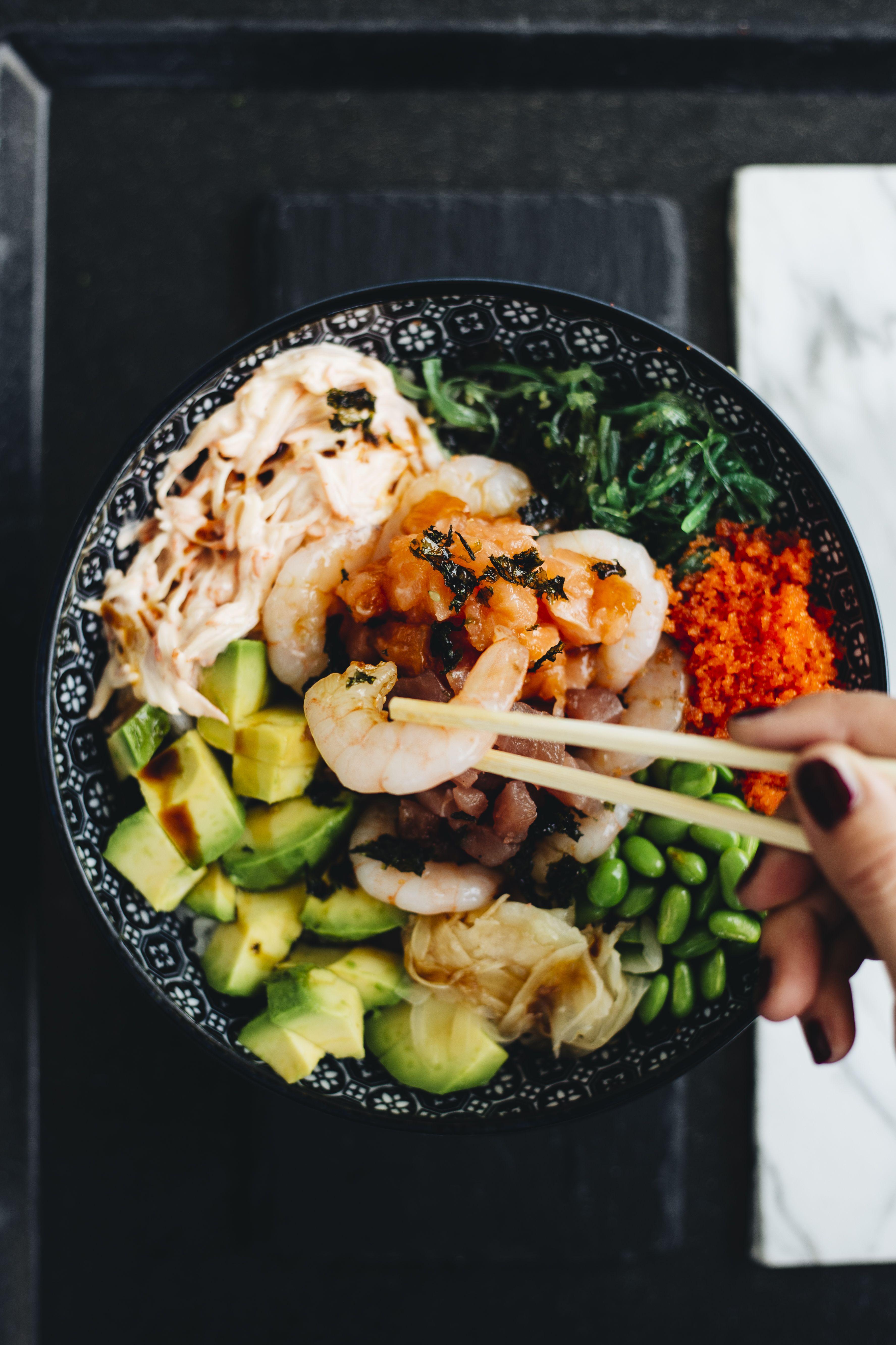 Fish Supreme Tuna Lachs Garnele Avocado Wakame Salat Edamame